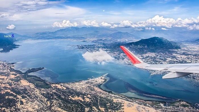 Máy bay là phương tiện di chuyển tới sân bay Chu Lai
