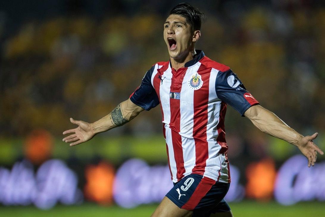 Alan Pulido celebra su gol ante Tigres.
