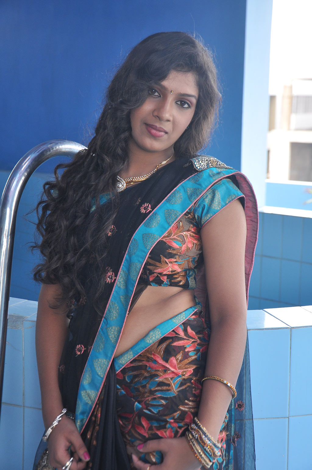 Gallery Nude Girls Sexy Gajamugan Movie Actress Saree Navel-9564