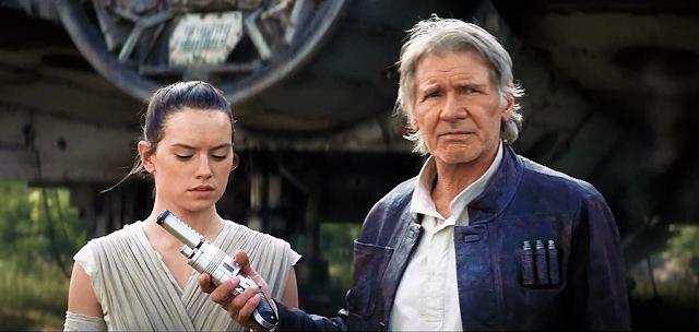 Han Solo şi Rey se pregătesc de luptă