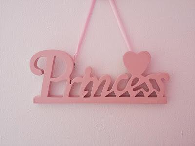 Wiszący drewniany różowy napis princess