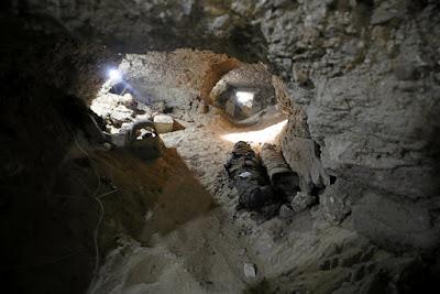 Αίγυπτος: Νεκρόπολη με 17 άθικτες μούμιες ανακάλυψαν οι αρχαιολόγοι