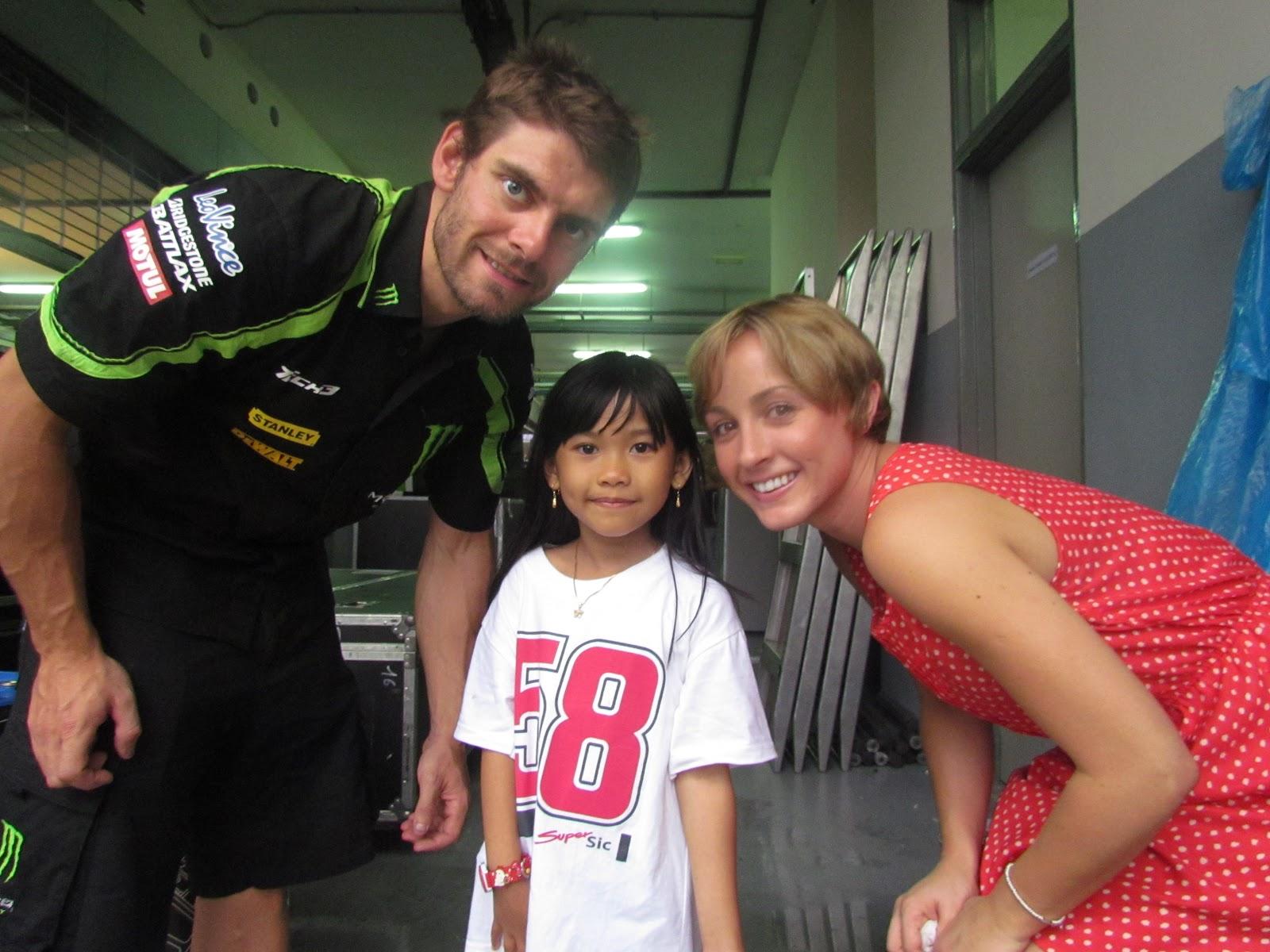 dsulistiyo love VR46: Cal Crutchlow , Lucy and Shaina MotoGP 2012