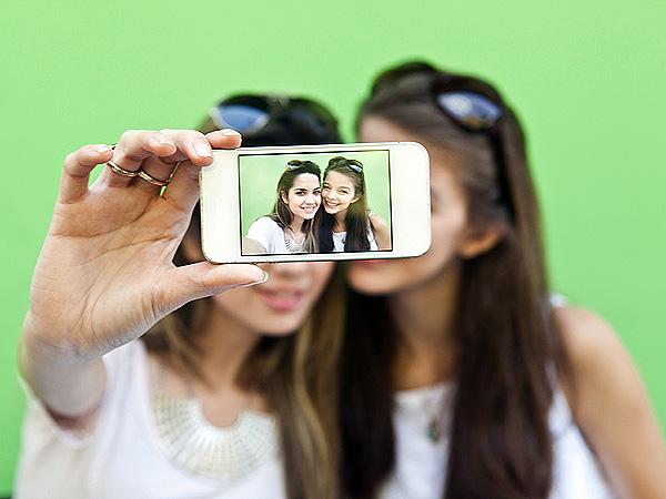 Siapa bilang Foto selfie dimana saja boleh, Selfie di Sini Didenda Rp 40 Juta
