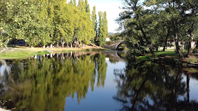 reflejos en el rio. allariz