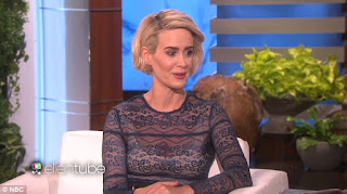 American Crime Story's Sarah Paulson Met And Sniffed Cher's Hair!?!