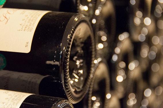Botellas de vino tinto. 5 consejos para comprar vino tinto.