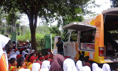 Mobil Perpus Keliling Adira-RZ Merambah Pelosok Pedesaan di Pandeglang