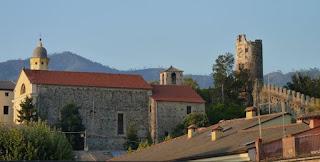 Antigua muralla de Levanto.