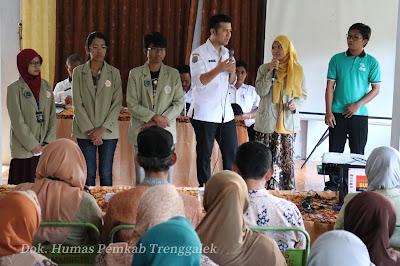 Berinteraksi dengan Mahasiswa KKN, Bupati Emil Inginkan Disiplin Ilmu Bisa Menjawab Permasalahan di Masyarakat