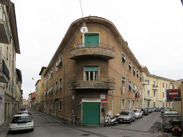 Corner building, Via del Leone, Via Pellettier, Livorno