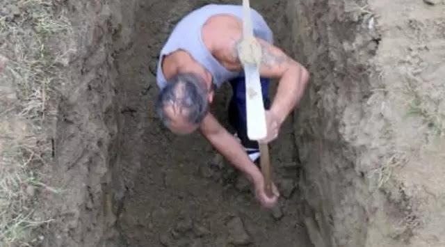 Pria Ini Mempersiapkan Sendiri Kematiannya Dengan Menggali Liang Lahat dan Peti Jenazah