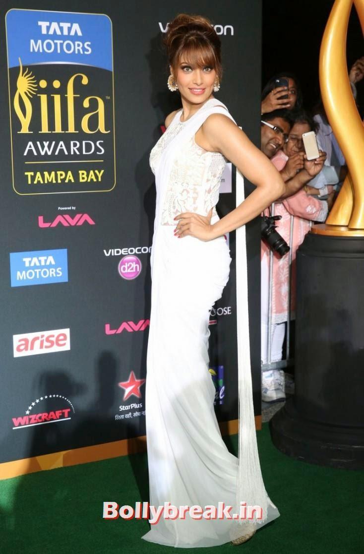 Bipasha Basu, Bollywood Celebs sizzle on IIFA 2014 Green Carpet Pics
