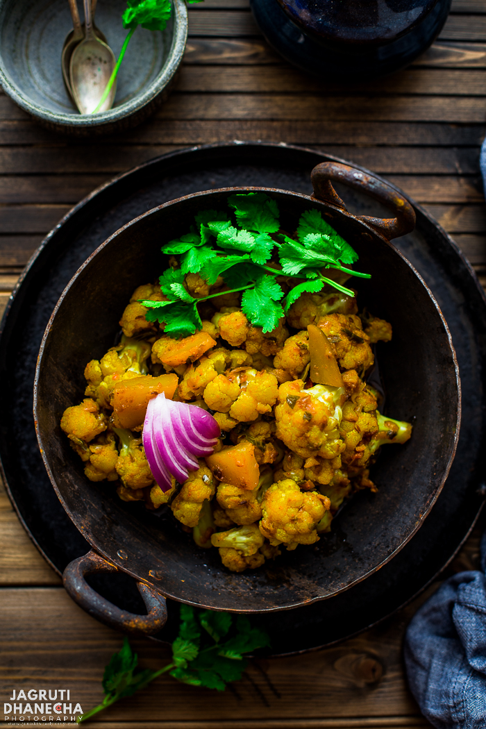 Langarwali Aloo Gobi. A delicious and brilliant Punjabi style potato and cauliflower dry curry usually served in a Gurudwara ( Sikh holy temple). This vegan and extra special sabji can be served as main or side dish, and pairs well with Daal Makhani, rice and roti.