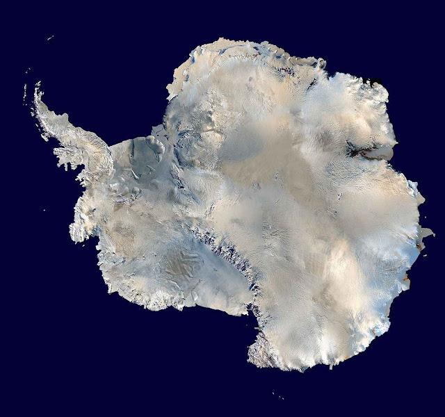 A Antártida vista de satélite.