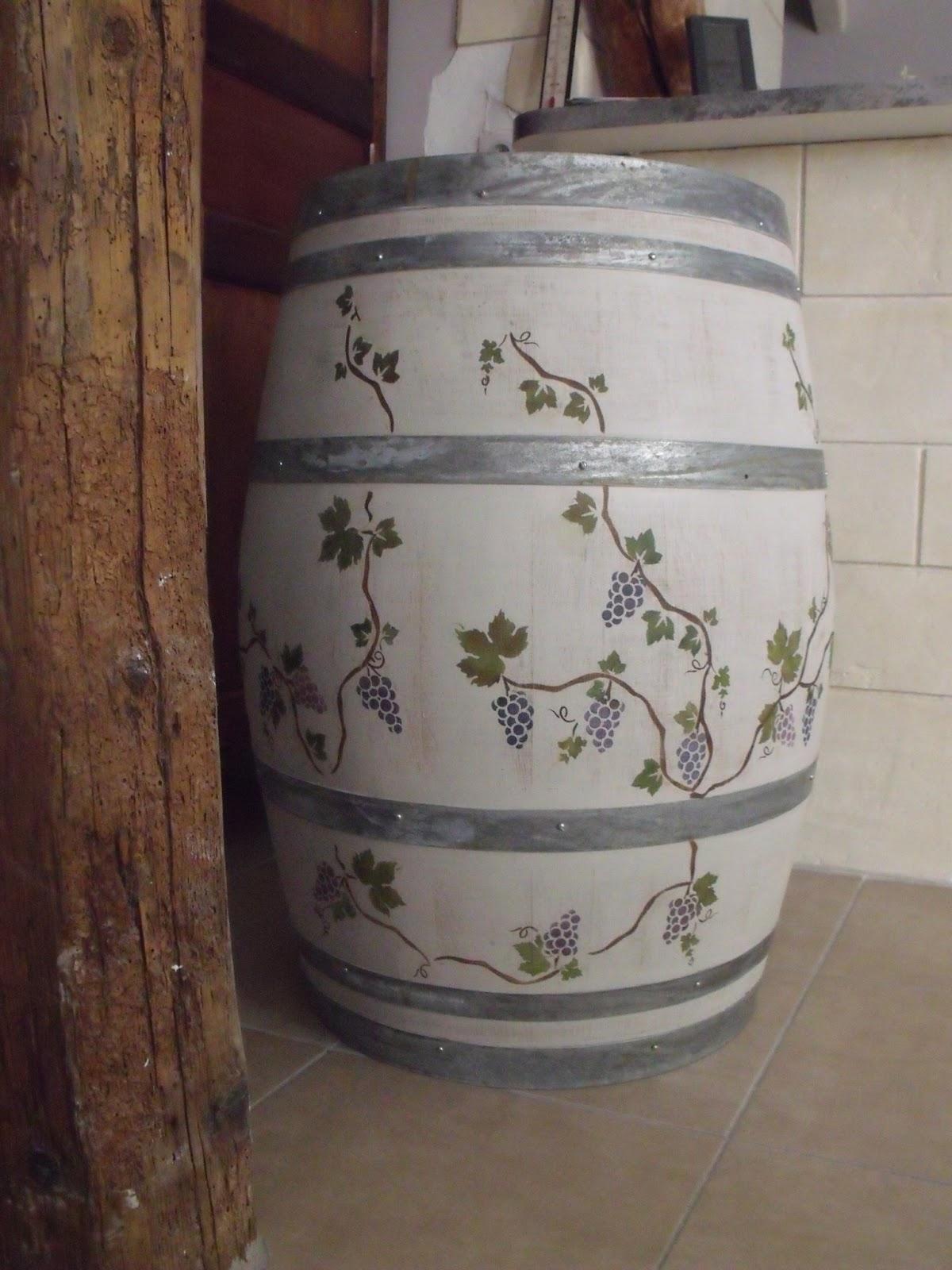Meuble En Tonneau De Vin bois et patines - nathalie madrenes: tonneau a vin decore au