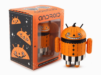 Trickertreat Halloween Android Mini Vinyl Figure & Packaging by Gary Ham