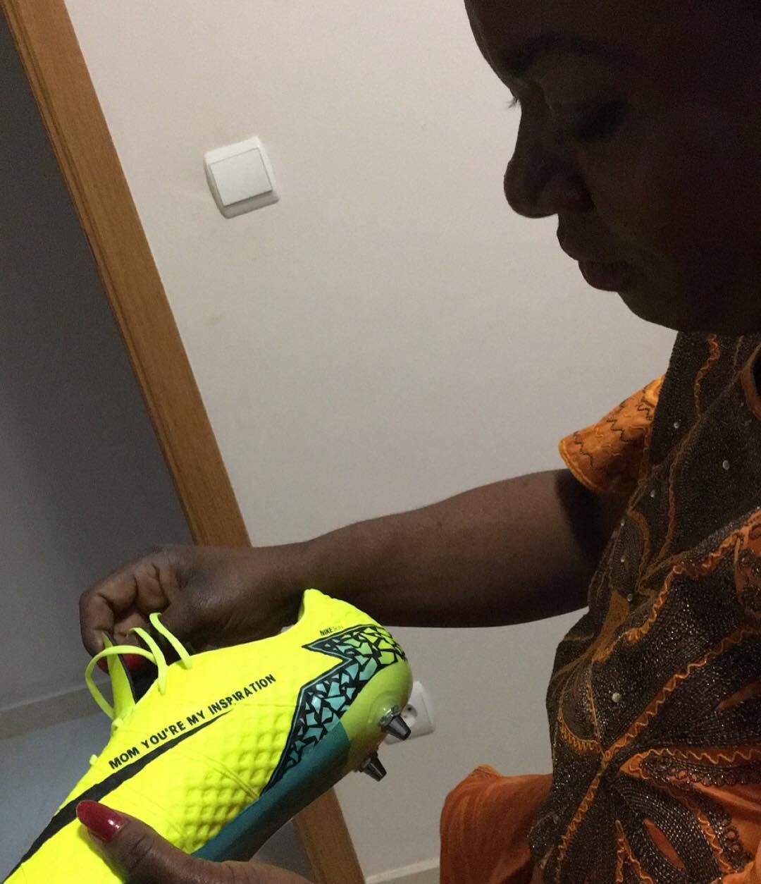new product 23a88 69dad Discount Romelu Lukaku Shows Off Custom Nike Hypervenom Boot