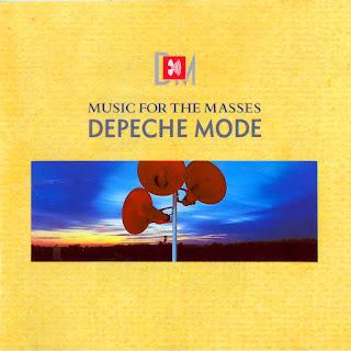 Portada del álbum de Depeche Mode Music for the Masses de 1987. La imagen muestra el título y un rectángulo central con una foto con tres altavoces de megafonía de color rojo sostenidos con un poste metálico