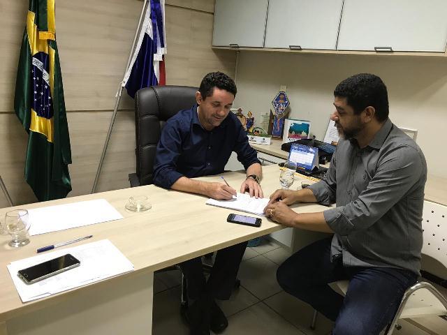 Governo de Milagres firma parceria com a UNILEÃO para concessão de bolsas de estudo