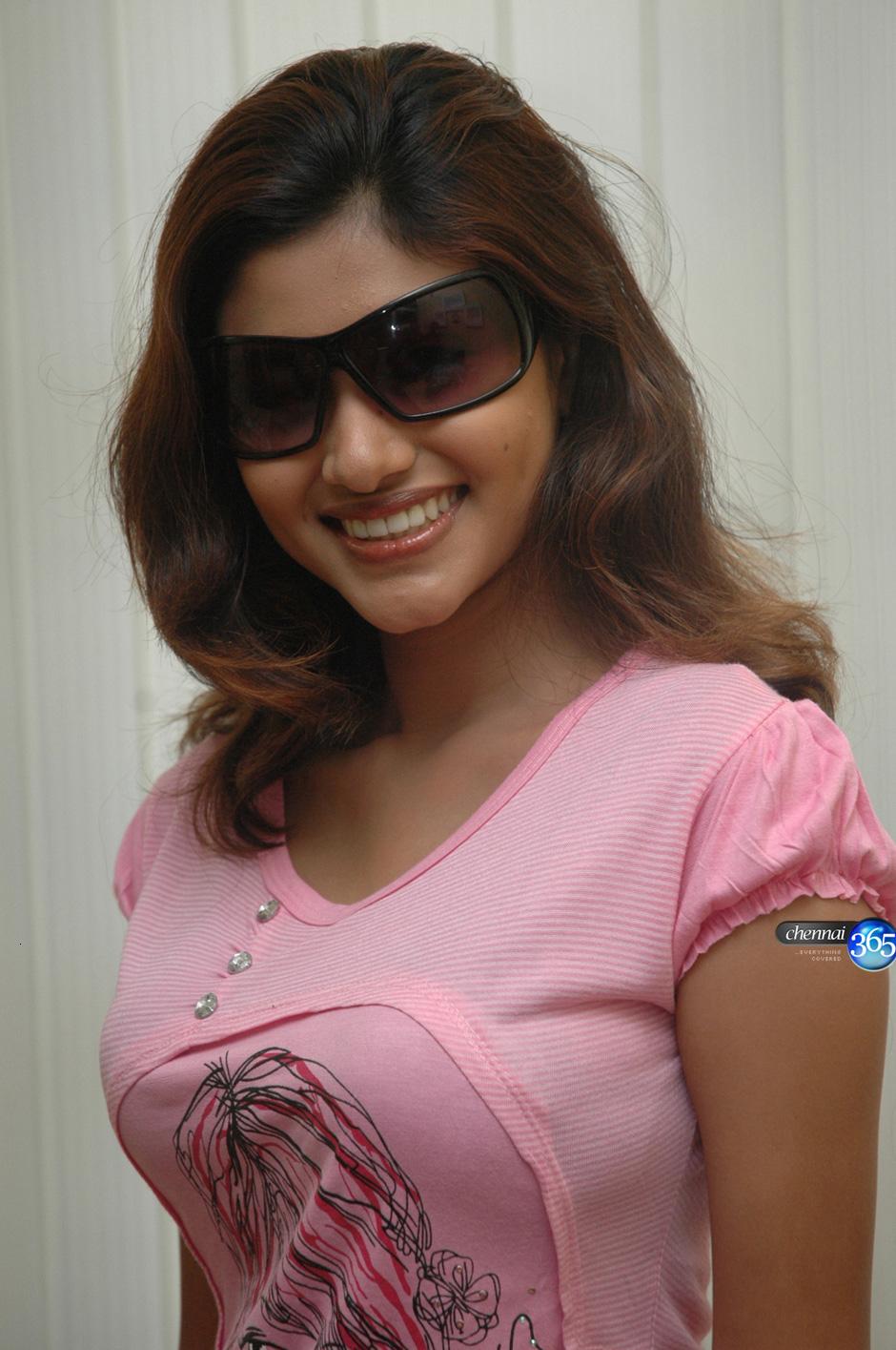 Indian Actress Kalavani Tamil Actress Oviya Boobs Press