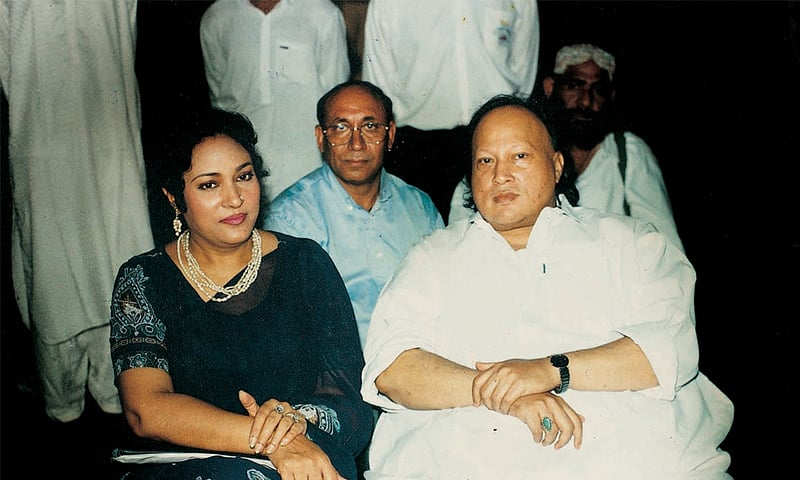 Tassawar Khanum sits alongside Nusrat Fateh Ali Khan | NusratSahib.Com