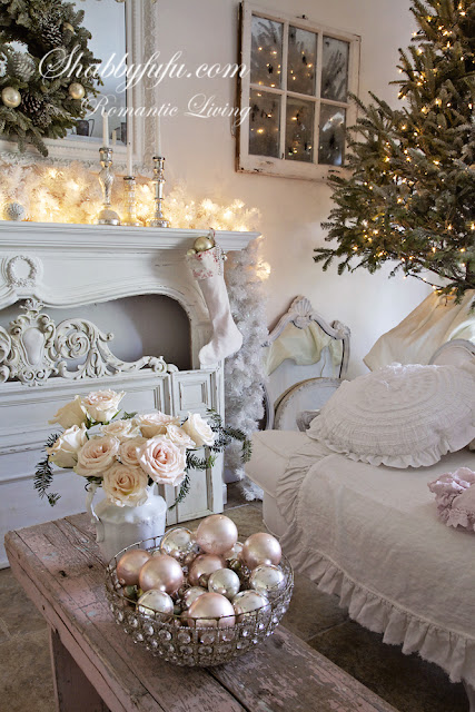 romantic decorating looks for Christmas - this bright, neutral look is accented with blush pinks and golds for a shining and romantic look