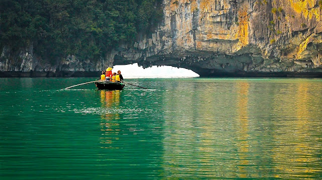The Best Halong Bay Climate for Travelling 3