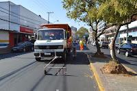 Com o apoio da Prefeitura, DER começa trabalho de pintura das faixas branca e vermelha de demarcação da ciclofaixa