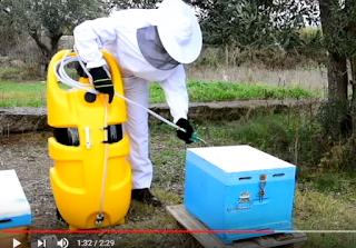 Δεξαμενή για την διέγερση και την τροφοδοσία των μελισσιών Video