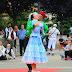 El grupo de danzas Ogonki de Siberia llena de color el festival de folclore