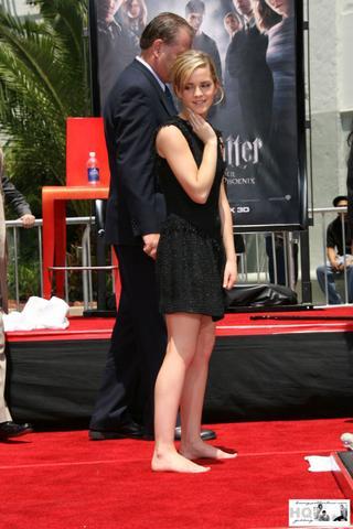 barefoot celebrities emma watson barefoot on the red carpet