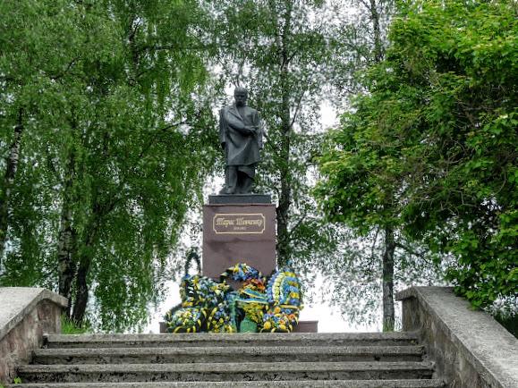 Долина. Памятник Т. Г. Шевченко