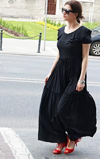 maxi black dress, sukienka maxi, frędzle, novamoda style, wiosenny styl, wiosenna sukienka, czarna suknia maksi, suknia w hispzańskim stylu, stylistka poznań