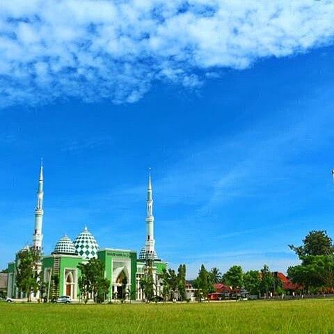 foto megahnya masjid syuhada polewali mandar