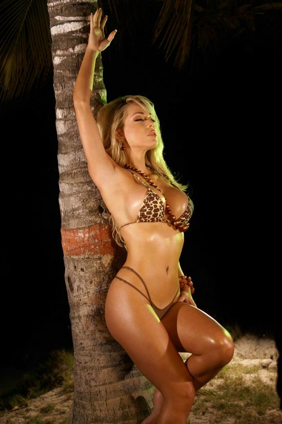 Hollywood Actress Jennifer Hernandez In Hot Bikini Photos