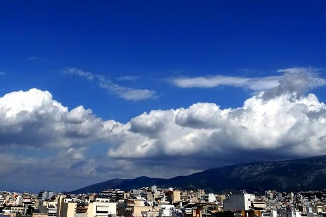 Πρόγνωση Καιρού: Υποχωρεί η ζέστη ‑ Έρχονται σποραδικές βροχές