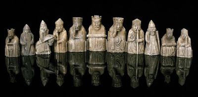 Piezas originales de la Isla de Lewis expuestas en el Museo Nacional de Escocia