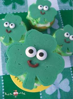 http://birdonacake.blogspot.com/2013/02/st-patricks-day-shamrock-cupcake-toppers.html