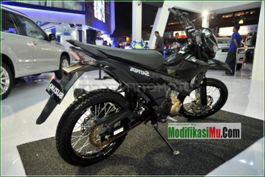 Jari Jari TK Shock DBS - Modifikasi Suzuki Satria F150 Off Road Style Sederhana Tapi Keren Velg Jari Jari Warna Hitam Airbrush