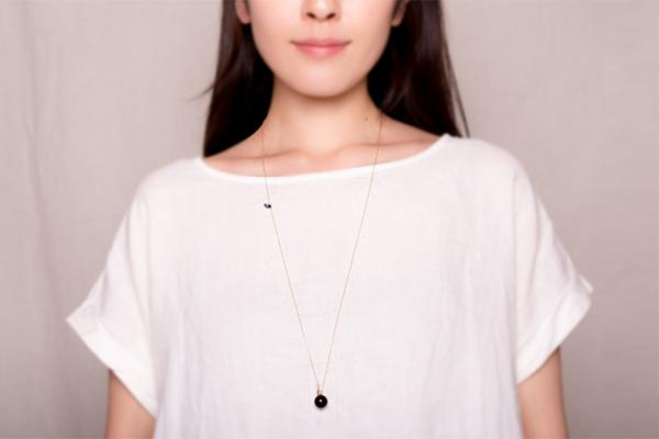 バリシカロングネックレスの着用画像1