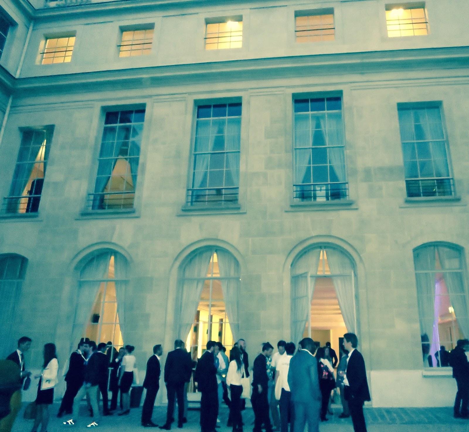 maison de luxe paris shangrila hotel paris with maison de luxe paris cool maison de luxe alsia. Black Bedroom Furniture Sets. Home Design Ideas
