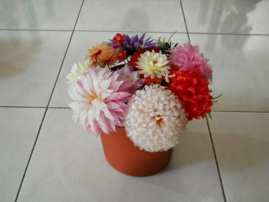 Membuat Bunga dari Sedotan Plastik