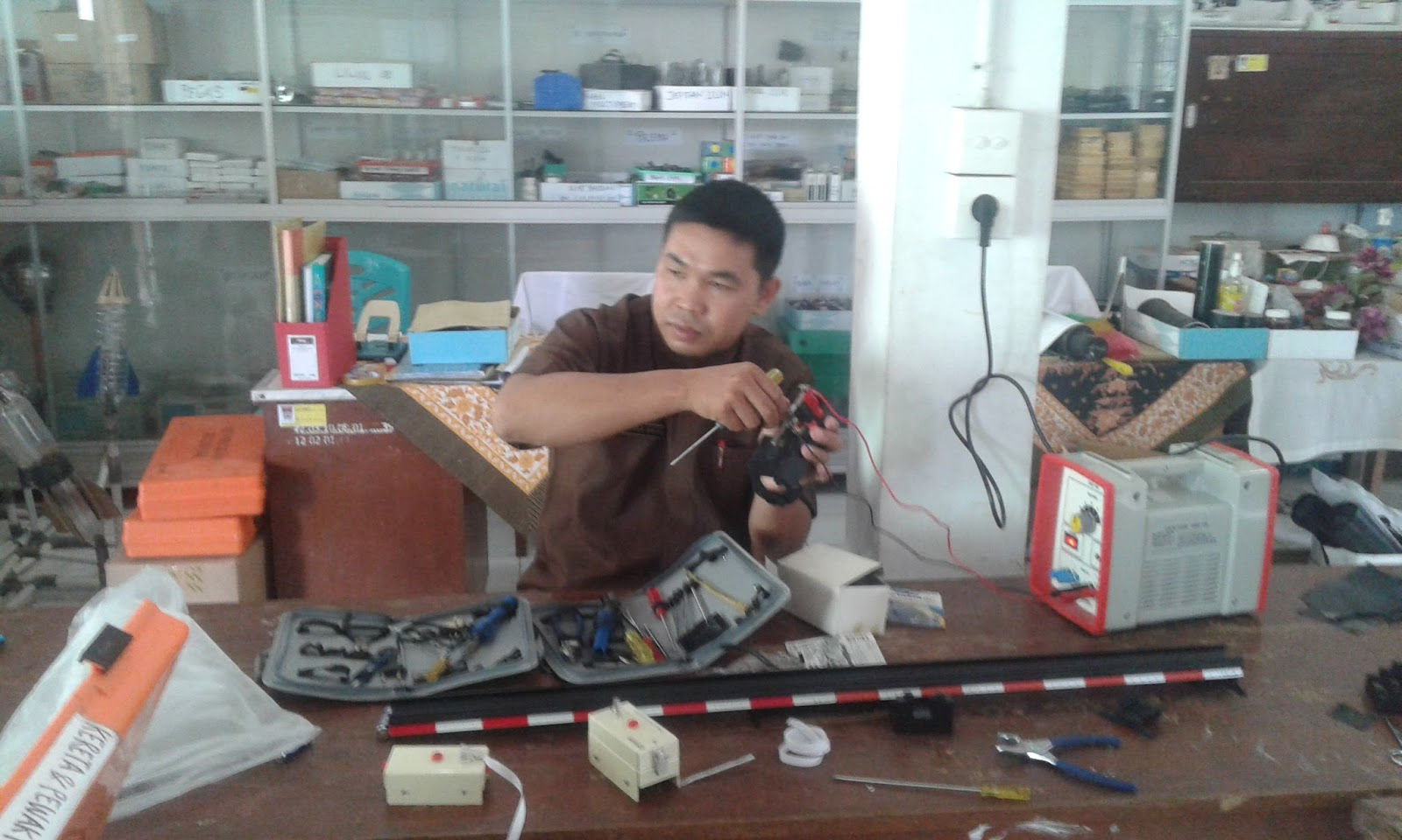 Pekerjaan Sebagai Guru Fisika