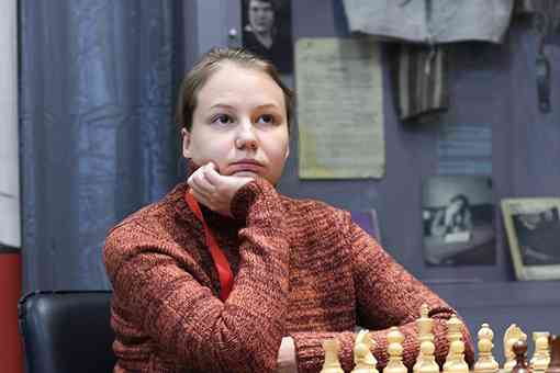 La joueuse d'échecs russe Valentina Gunina remporte le Championnat d'Europe féminin d'échecs à Vysoke Tatry (Slovaquie)