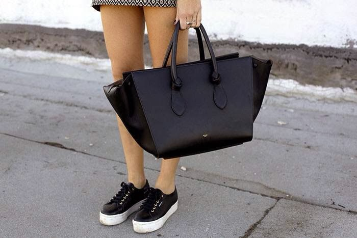 f11618638 It is replacing Céline Phantom, which gets discontinued from Spring 2014.  The Céline Tie tote is an updated and refined version of the Celine Phantom  bag, ...