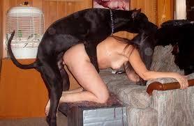 mujer con perro nude