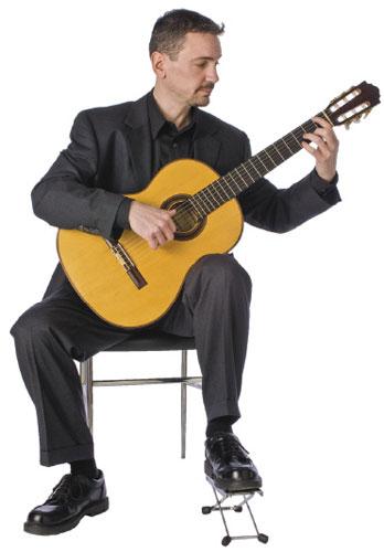 Tư thế đánh đàn guitar chuẩn