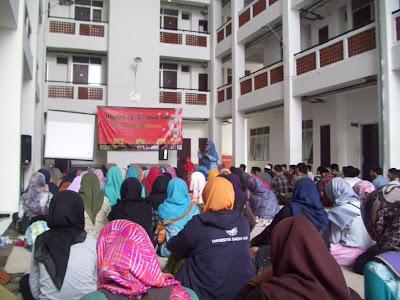 Dare to be a Writerpreneur dalam Milad FLP Ke-19 (Hari Kedua) bersama Sinta Yudisia dan Dukut Imam Widodo