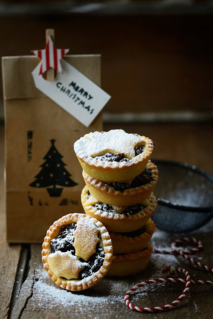 Christmas Mince Pies with Dark Chocolate & Figs or White Chocolate & Cranberries
